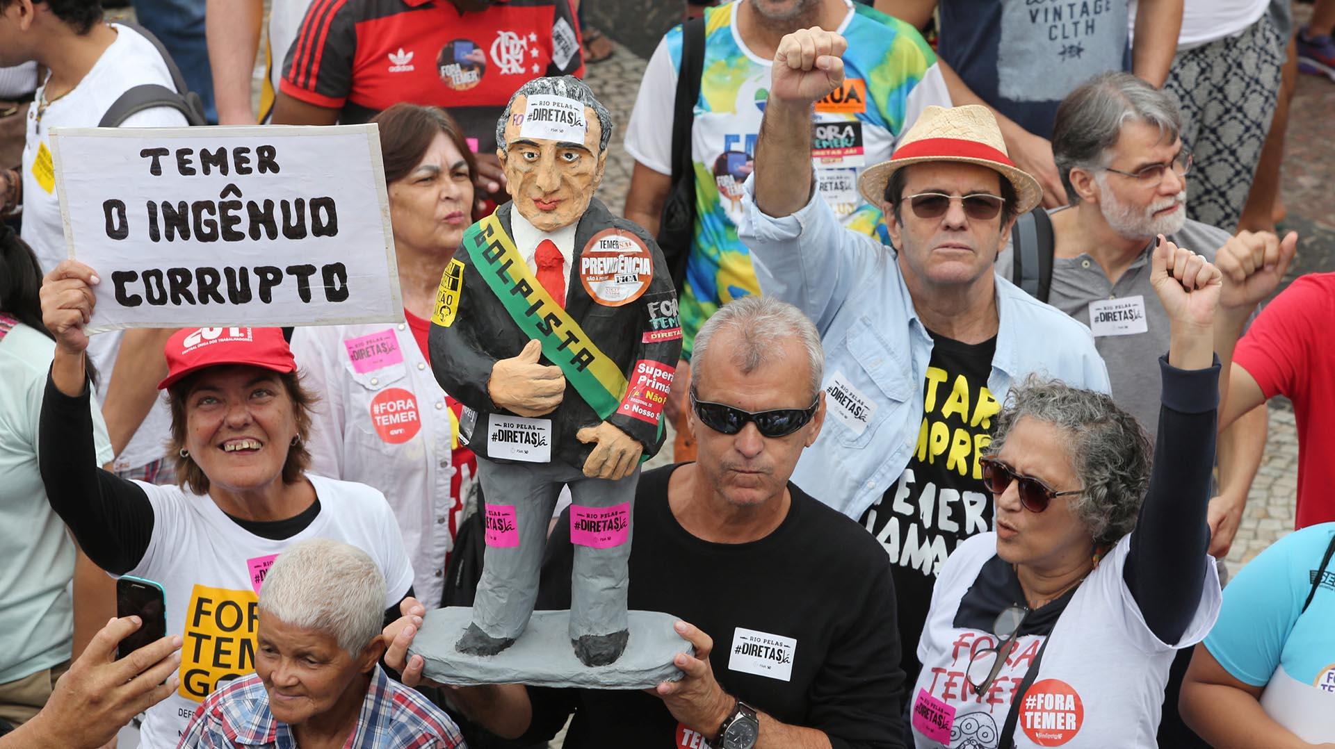 """Los manifestantes acusaron a Temer de """"corrupto"""""""