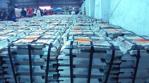 Lingotes de estaño boliviano listos para su exportación.