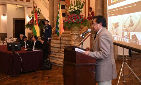 Acto de presentación del libro en Palacio de Gobierno