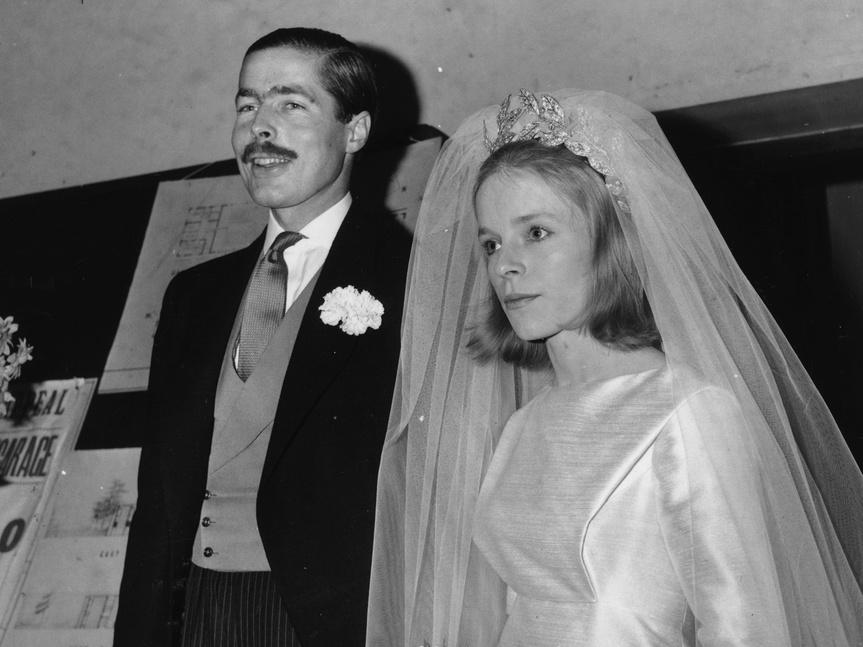 John Richard Bingham durante su boda con Veronica Duncan.
