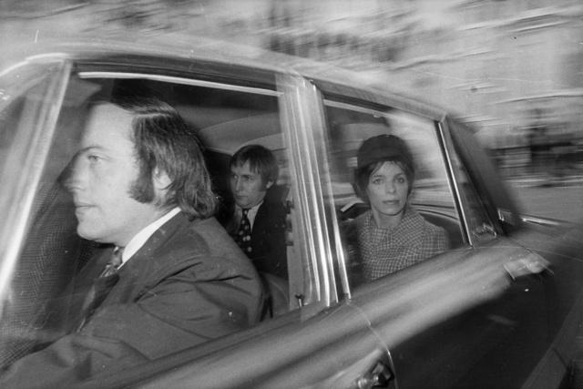 Veronica Duncan, fotografiada en un coche tras la desaparición de su marido.