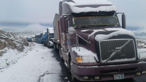 Cayó una fuerte nevada punto fronterizo Chungará-Tambo Quemado.
