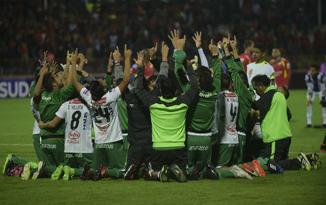 Jugadores de Oriente Petrolero festejan la clasificación en Ecuador. Foto: Archivo AFP