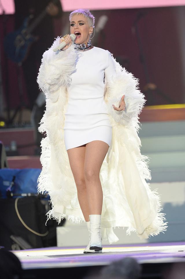 El vestido de Katy Perry es del diseñador Esteban Cortázar.
