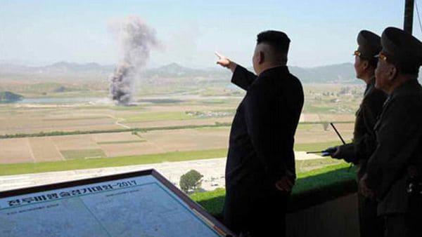 Kim llama a sus pilotos a prepararse para atacar a portaviones enemigos