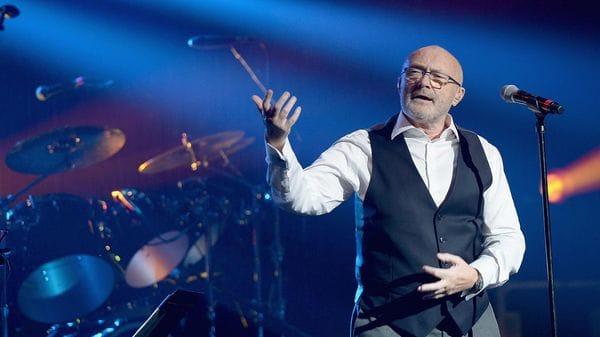 Phil Collins fue hospitalizado tras sufrir una caída en el hotel