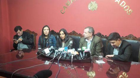 Los presidentes de las cámaras legislativas en conferencia de prensa.