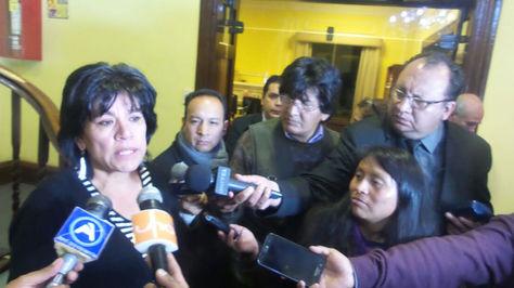 Katia Uriona, presidenta del TSE, en declaraciones a la prensa tras la reunión con Economía