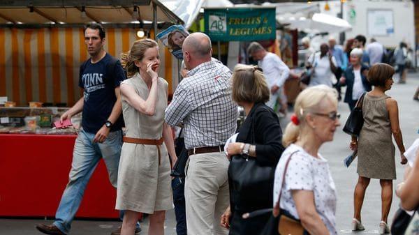 Kosciusko Morizet repartía panfletos cuanod un hombre la abordó violentamente (AFP)
