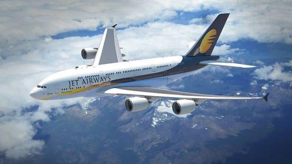 Bebé nace en avión y tendrá vuelos gratis de por vida