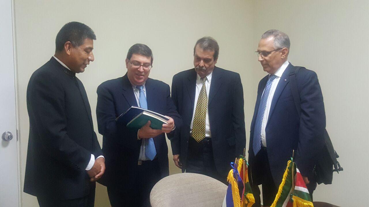 Huanacuni llega a Cuba junto con la Ministra de Salud