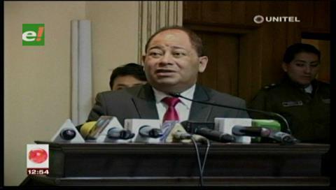 El ministro de Gobierno calificó como una agresión el paro aduanero en Chile