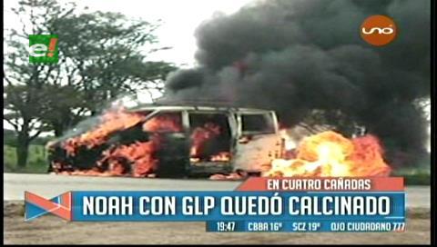 Cuatro Cañadas: Un trufi arde en plena carretera