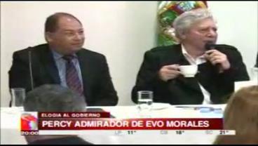 """Alcalde Percy se declara """"amante"""" del Gobierno y dice que Evo es un """"presidentazo"""""""