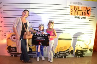 Sandra Parada con su hija Raffaela y su sobrina Dayana