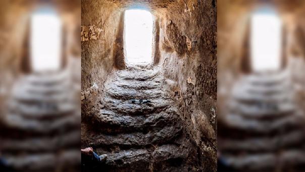 Unas escaleras conducen al interior del depósito subterráneo.