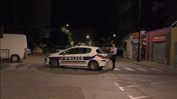 Dos hombres disparan frente a mezquita y dejan 8 heridos — Francia