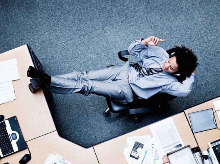 El estudio concluye que la música ayuda a mejorar la productividad de la compañía