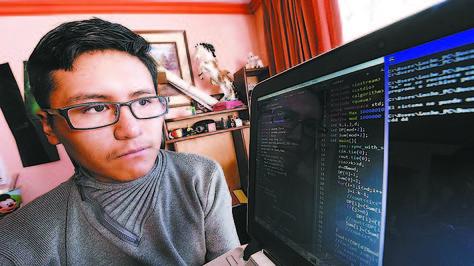 Luis Quispe Ramírez, alumno de 3º de secundaria, participará en la Olimpiada Internacional de Informática.