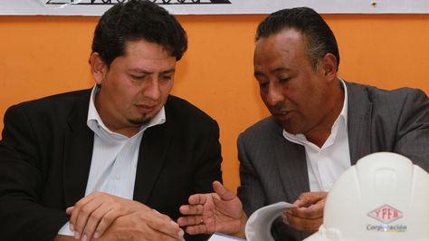 El Presidente de YPFB, Óscar Barriga Arteaga y el secretario Ejecutivo de la Federación Sindical de Trabajadores Petroleros de Bolivia, José Domingo Vásquez.