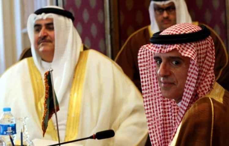 El ministro de exteriores de Arabia SauditaAdel al-Jubeir y el de BaréinKhalid bin Ahmed al-Khalifa (Reuters)