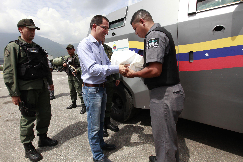Jorge Arreaza entregando cargamento de Oro / AVN