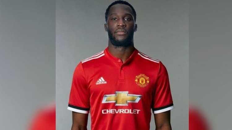 El futbolista belga Romelu Lukaku fichó por el Manchester United