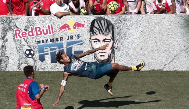 Neymar y Gabriel Jesús deleitaron con estas sensacionales jugadas en el fútbol callejero