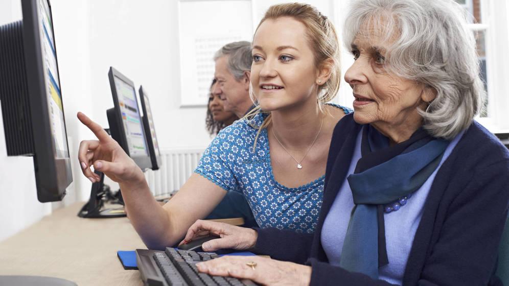 Foto: Aprender informática en la vejez. ¿Por qué no? (iStock)
