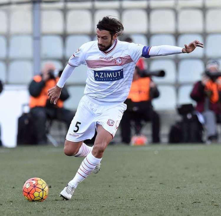 Cristian Zaccardodefendiendo los colores del Carpi FC del fútbol italiano, en un encuentro ante la Sampdoria (Getty Images)