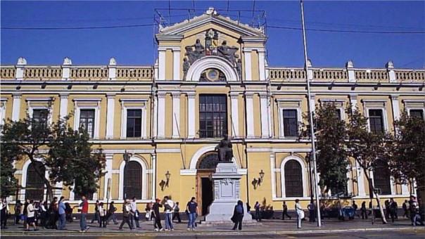Frontis de la Universidad de Chile, el tercer puesto.