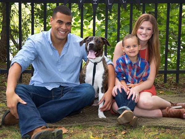 La nueva mujer de papá y el niño tienen una magnífica relación (Emily Newville/Facebook).