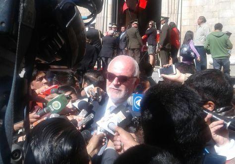 El embajador de Perú en Bolivia, Félix Denegri, en la rueda de prensa de este viernes.
