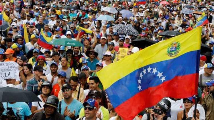 Los venezolanos protestan a diario contra Maduro