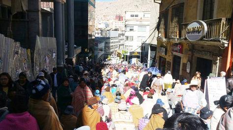 Vecinos de Achacachi movilizados en la ciudad de La Paz. Foto: Ángel Guiarachi