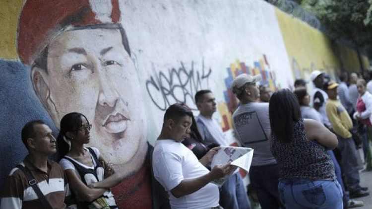 Las filas iniciaron a formarse después de las 6 de la mañana(Reuters)