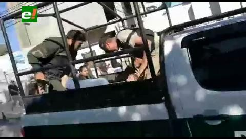 Santa Cruz. Heridos en el tiroteo llegan hasta el hospital de la Caja Nacional de Salud (imágenes fuertes)