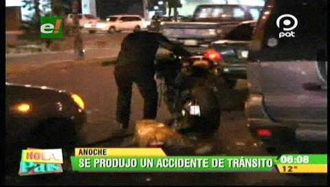 Un peatón fue atropellado por un motociclista en el segundo anillo