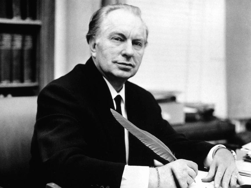 Ron L. Hubbard, inventor de la Cienciología, fotografiado en 1950.