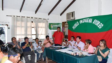 La Comisión Mixta de la ALD socializa estatuto cruceño con los indígenas ayoreos.