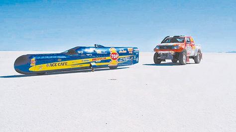 Moto. El vehículo de Rocky Robinson en el Salar de Uyuni el fin de semana. Foto: FACEBOOK TOP 1 Synthetic Oil
