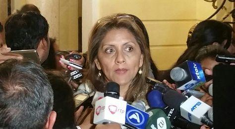 La ministra de Comunicación, Gisela López, durante un encuentro con periodistas este martes 06 de junio. Foto: Ángel Guarachi