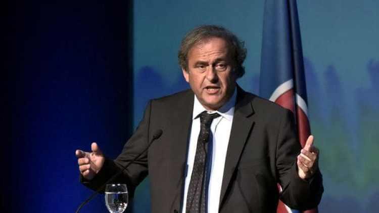 Platini, ex socio de Blatter, también se encuentra alejado del fútbol (AFP)
