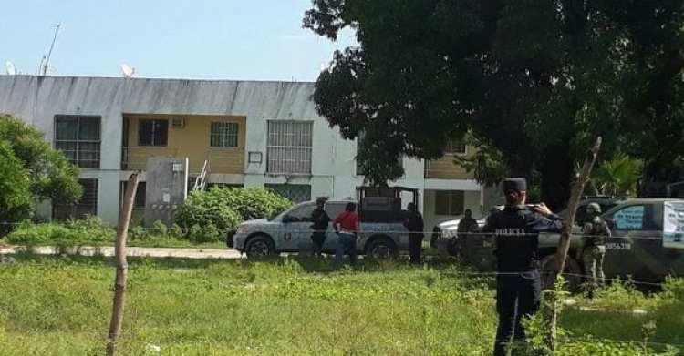 El ejército custodia el lugar donde fueron encontrados los cuerpos. (EFE)