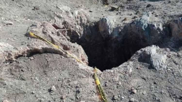 Autoridades de Tijuana analizan los restos de la fosa encontrada esta semana. (Foto: Especial)