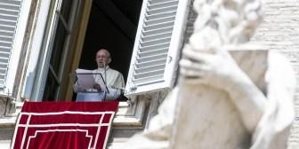 """El Papa pide """"liberar el mundo de la deshumana violencia terrorista"""""""