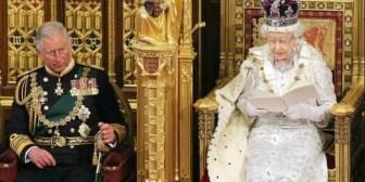 La reina Isabel II no planea ceder el trono a su hijo Carlos