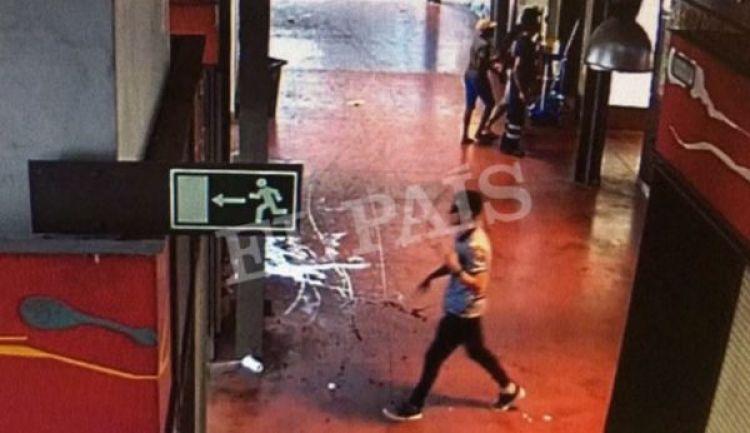 Un video captado por las cámaras de seguridad muestra a Abouyaaqoub caminando en el marcado de La Boquería tras el atentado (Reuters)