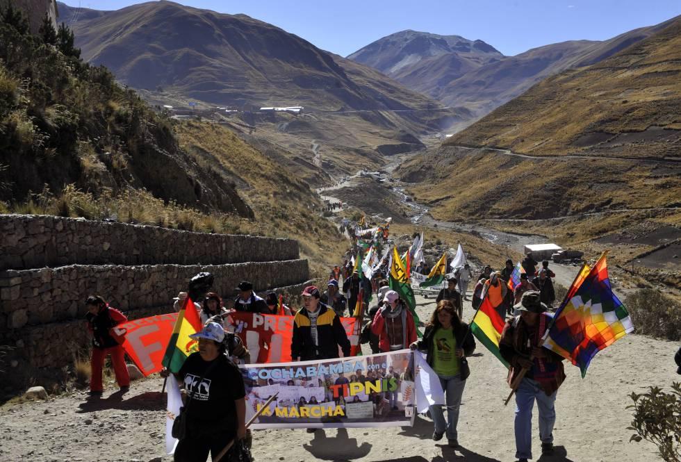 Marcha de protesta en 2008 de las comunidades indígenas que rechazan el proyecto de Evo Morales en el TIPNIS.