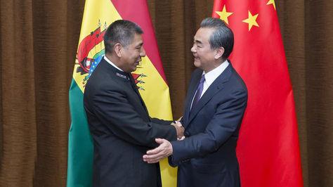 El canciller Fernando Huanacuni sostuvo este martes una reunión con su homólogo de China, Wang Yi.